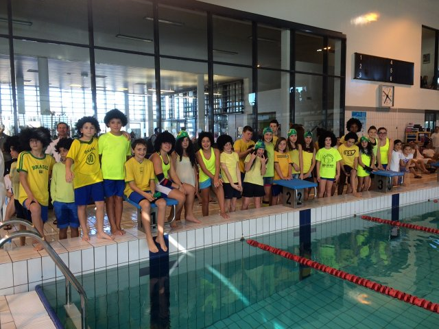 Club natation hendayais l 39 quipe 1 f minine remporte la for Aygueblue piscine